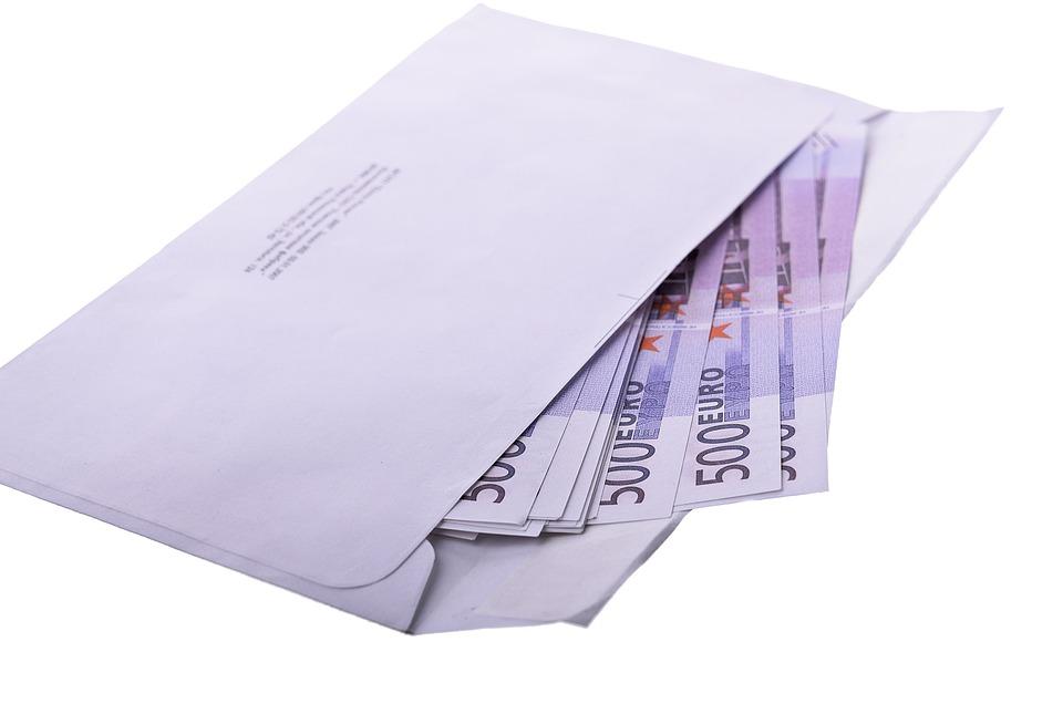 bankovky v obálce