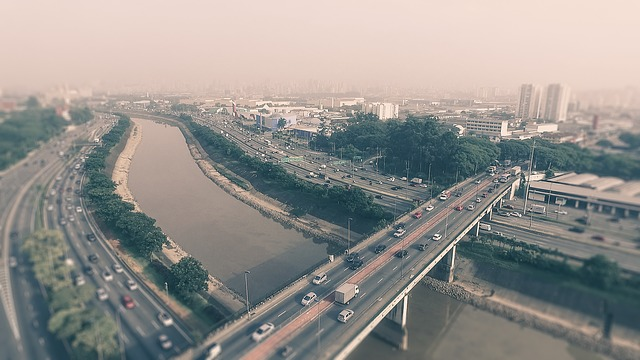 most přes řeku, více proudové silnice